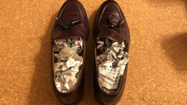 革靴のニオイ取り新聞紙
