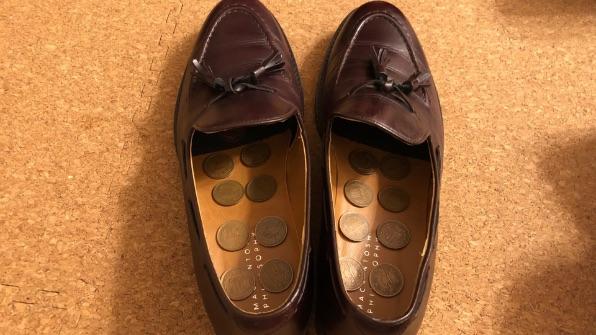 革靴のニオイ取り10円玉